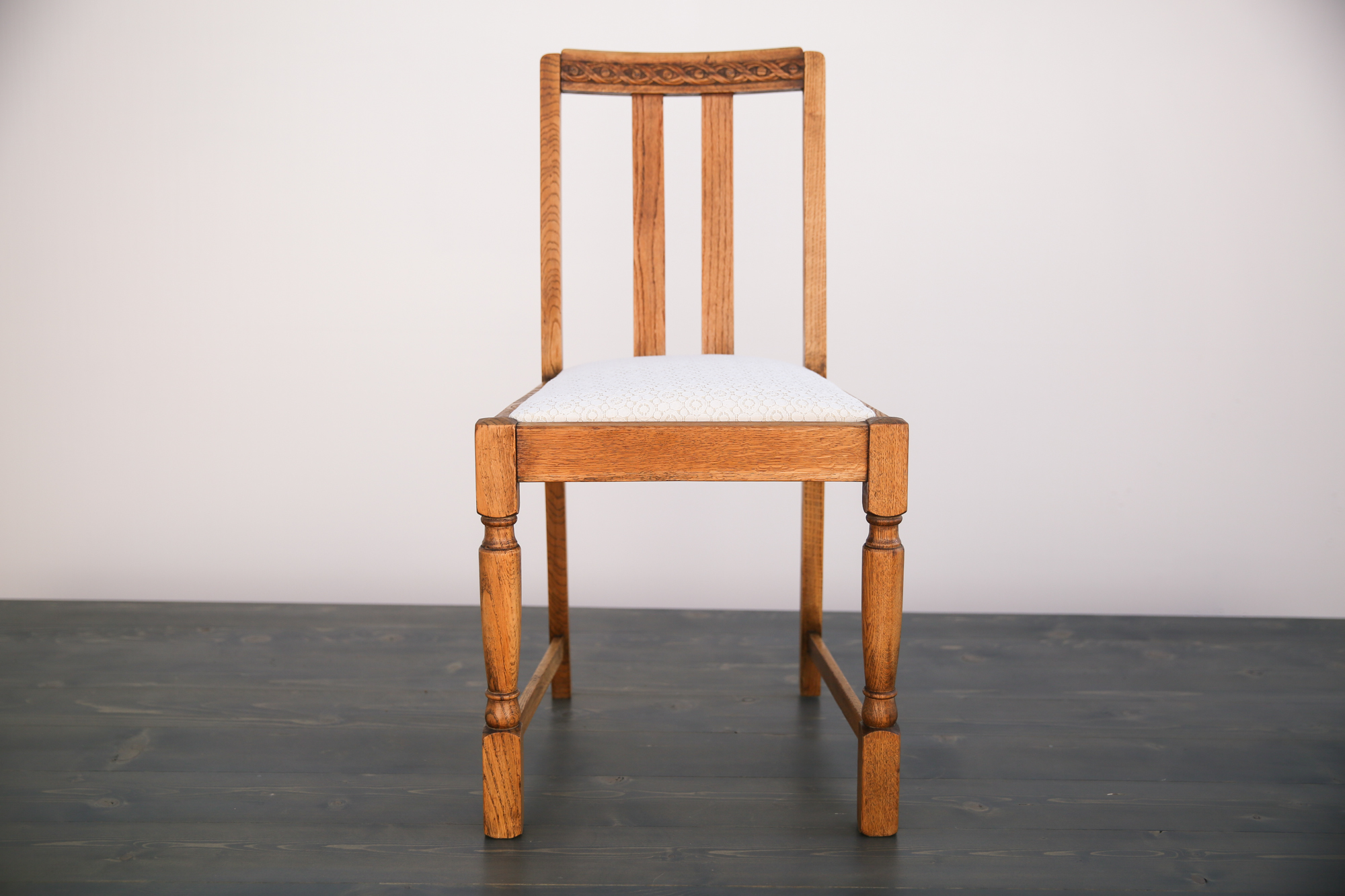 Vintage Wooden Chairs >> Vintage Wooden Chair Out Of The Dust Rentals
